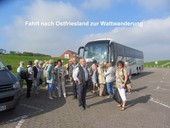 Reisegruppe am Bus in Neuharlingersiel